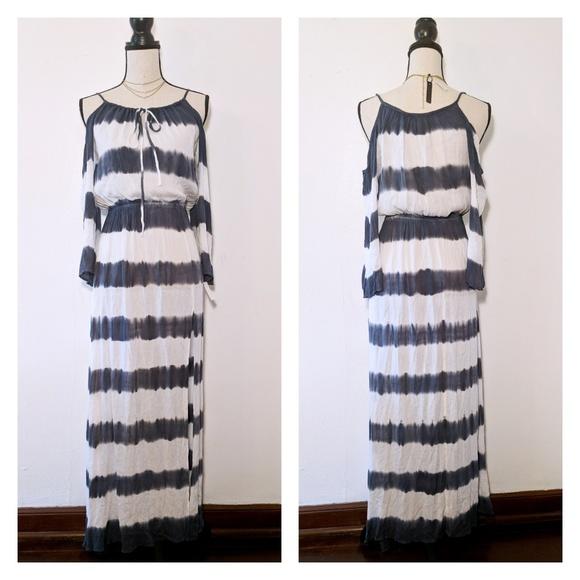 3d0d884c2d NWT Elan Striped Cold-Shoulder Maxi Dress